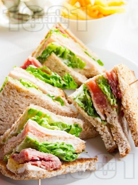Лесни триъгълни сандвичи - снимка на рецептата